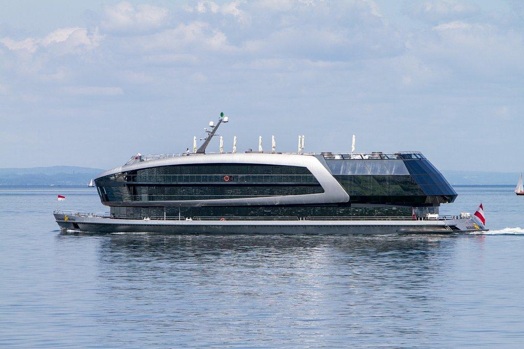 Modernes Ausflugsschiff